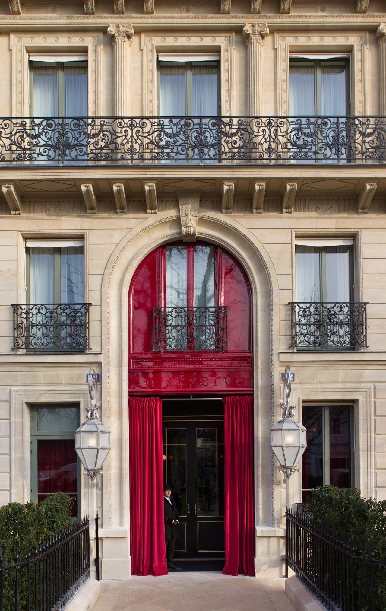 La-Reserve-Paris-Hotel-Welcome